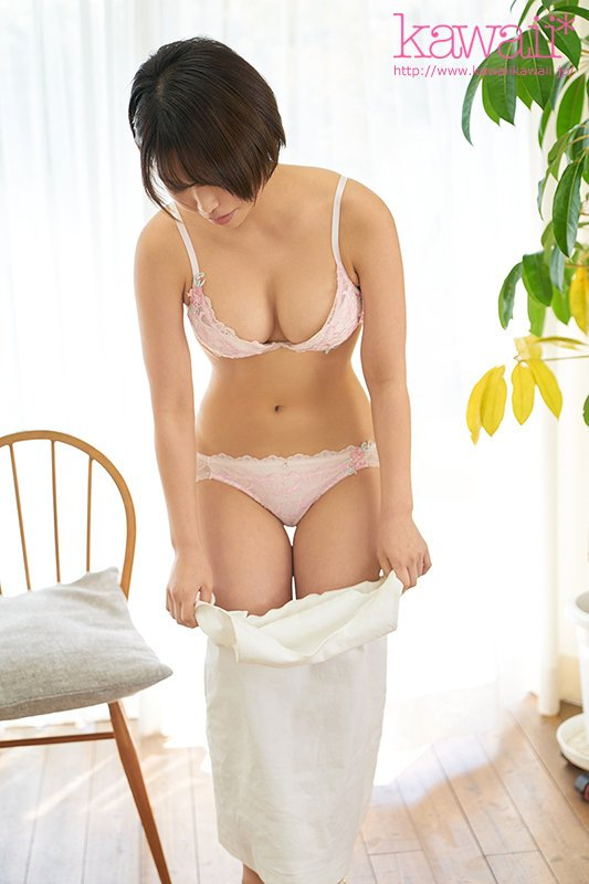 花原アスカちゃんAVデビュー!ショートカットが良く似合うインフルエンサー女子大生