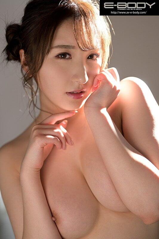【北野未奈ちゃんのデビュー作】エッチなお姉さん的な北野未奈ちゃんの必見!恥ずかしがる初脱ぎ